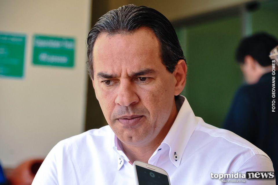 Marquinhos recebia da Assembleia enquanto era vereador, diz Folha de S. Paulo http://colunagianizalenski.blogspot.com/2016/10/marquinhos-recebia-da-assembleia.html