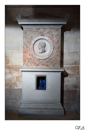 The cenotaph of Louis XVII and, below, the urn containing his heart