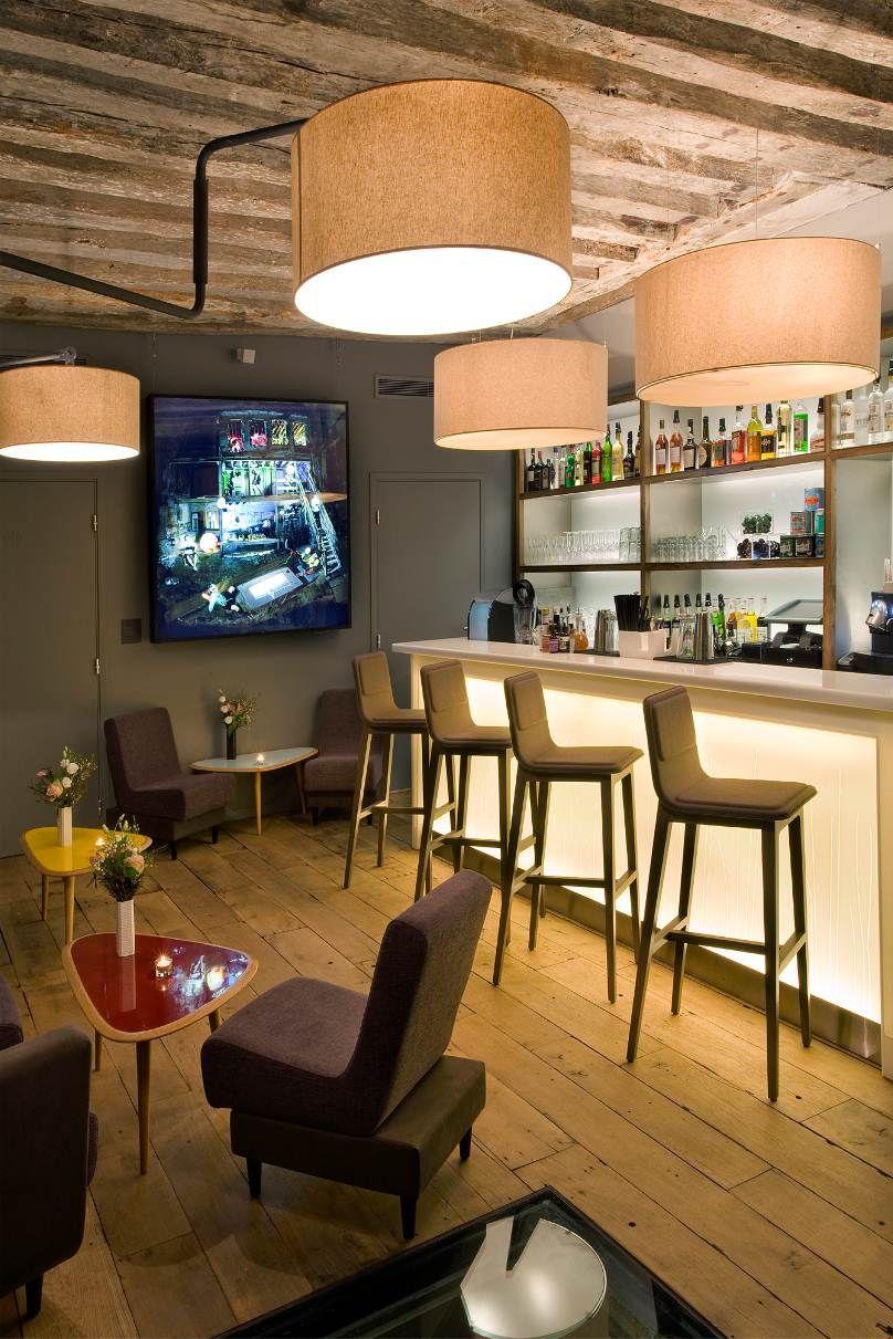 museum-interieur-bar-horeca-vitrines-op-plaat-himacs-bar-op-maat ...