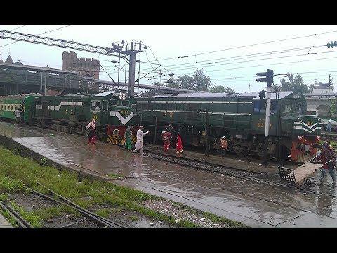 Pakistan Trainz Karachi bound 42 Dn Karakoram express Departure