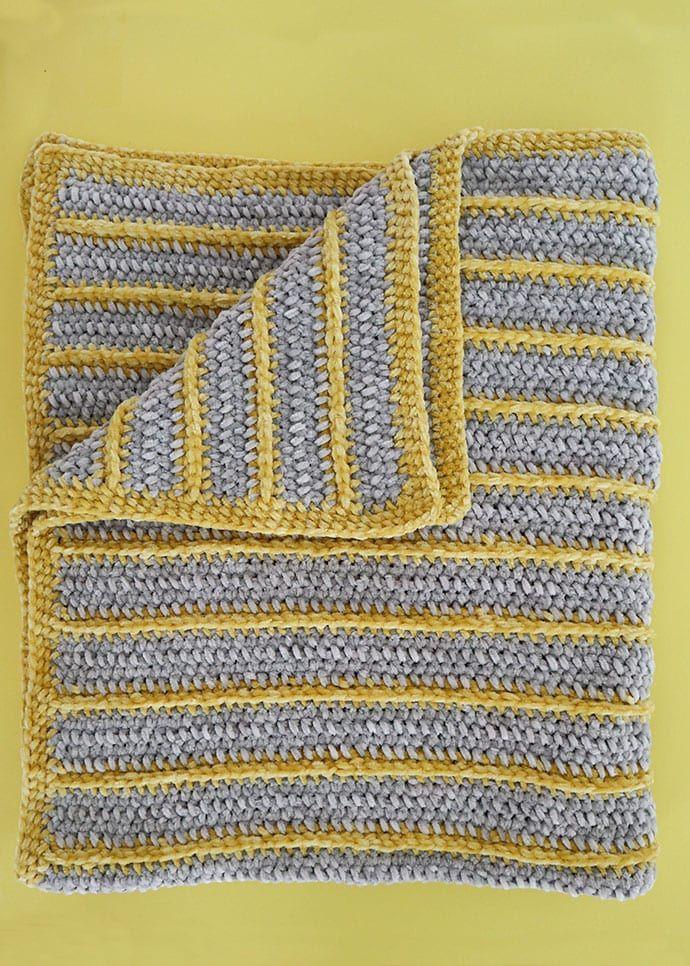 Bernat Baby Velvet Yarn - Baby Blanket Crochet Pattern #babyblanket