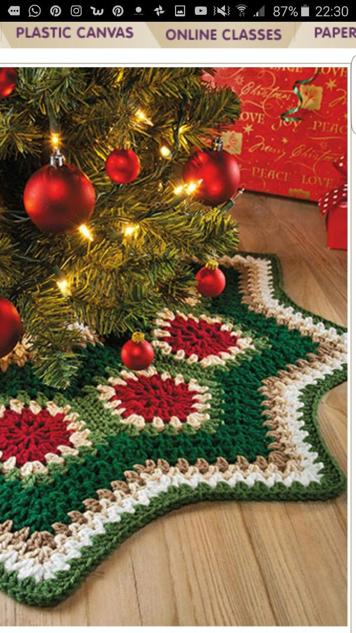 Pin by ludy gonzalez on pie de rbol navidad pinterest tree a circular strip of joined pentagon granny motifs becomes a completed tree skirt by adding deep crochet borders to the inside and outside edges bankloansurffo Gallery