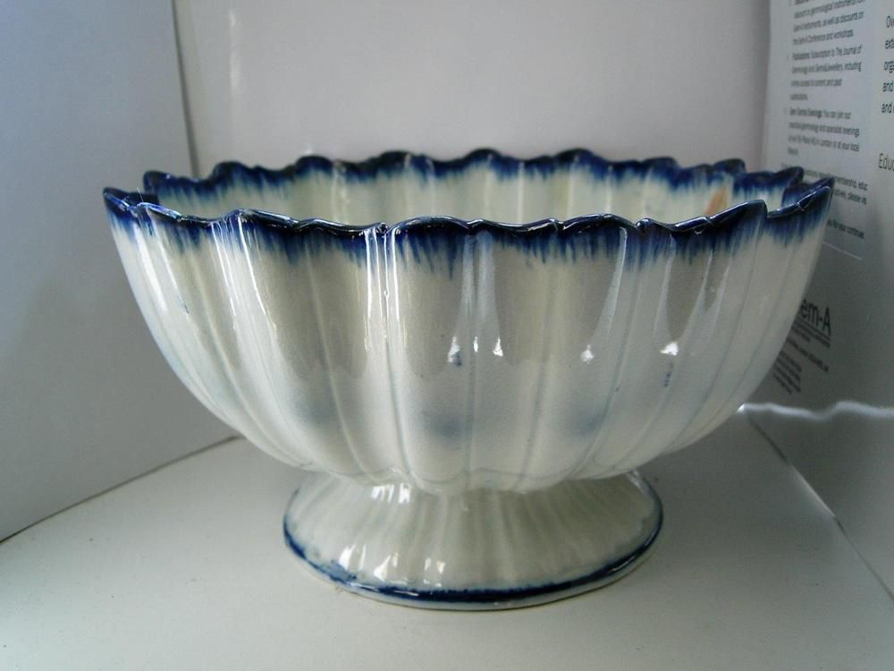 Staffordshire pearlware pottery blue & white Monteith bowl T & J Hollins C 1795 11.5cm high x 21 cm wide (max).Damaged but good decorative condition,crack down from rim and goes 1/3 around inner rim of base,5 more short rim hairlines,some old restoration to outside to hide cracks