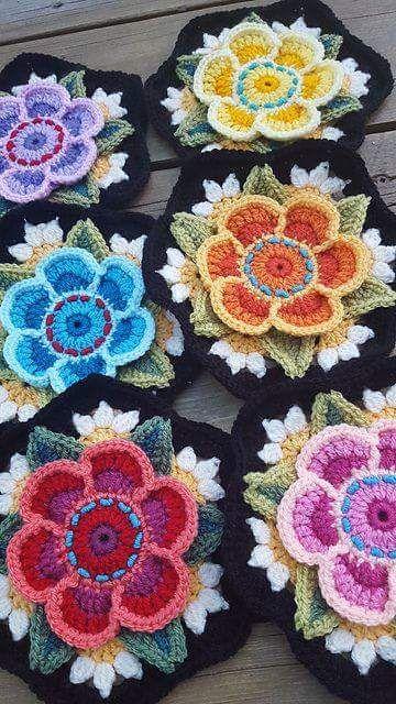 وحدة كروشية موردة رائعة وكأنها ورد حقيقي لانها ملونة بألوان مثل الطبيعة ولأنها مجسمة 3d نقلت ل Crochet Flower Patterns Crochet Hexagon Crochet Square Patterns