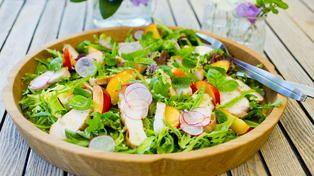 Kyllingsalat med nektariner og quinoa