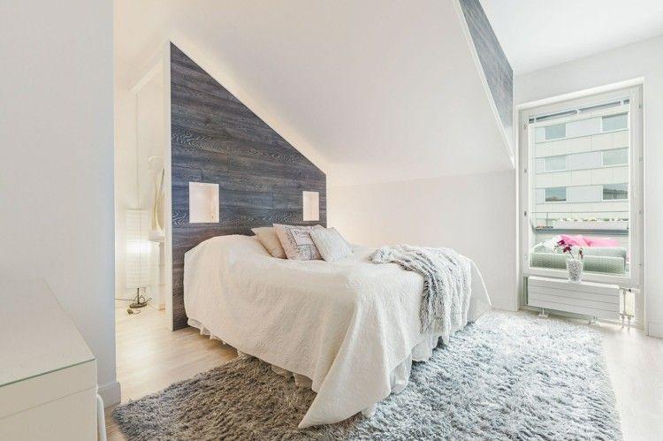 graue tapete in holzoptik hinter dem bett - Tapeten Schlafzimmer Dachschrage