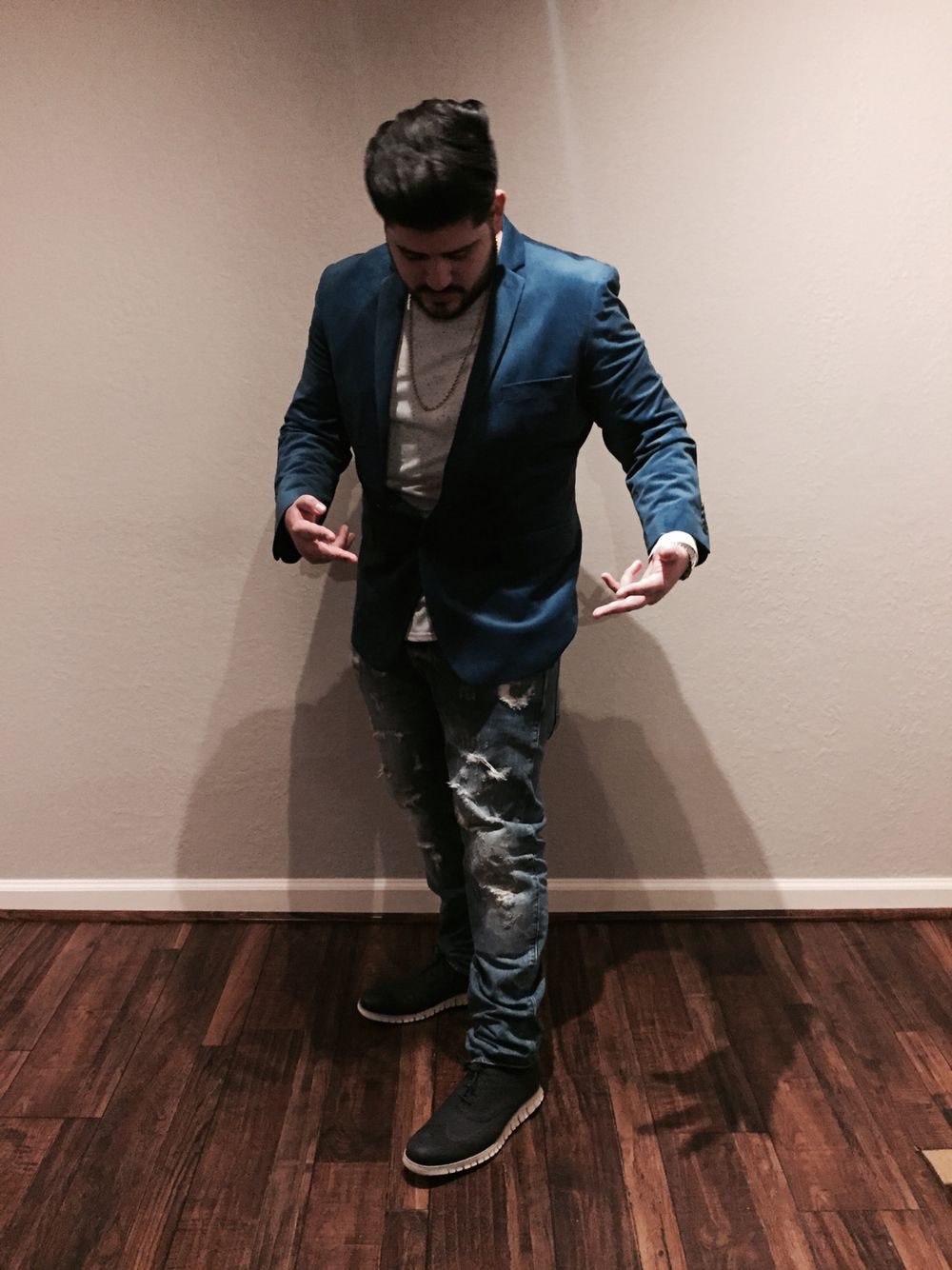 Blue blazer, White long sleeve urban outfitters shirt, Gold Rope Chain,  Zero Grand Cole Haan shoes, G-Star distressed arch Jeans.