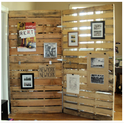 We Are Sharing Here A Nice Plan For A Diy Pallet Room Divider With Adjustable Design Using Different Natured Pallets Two Big Diy Pallet Walls Have Been