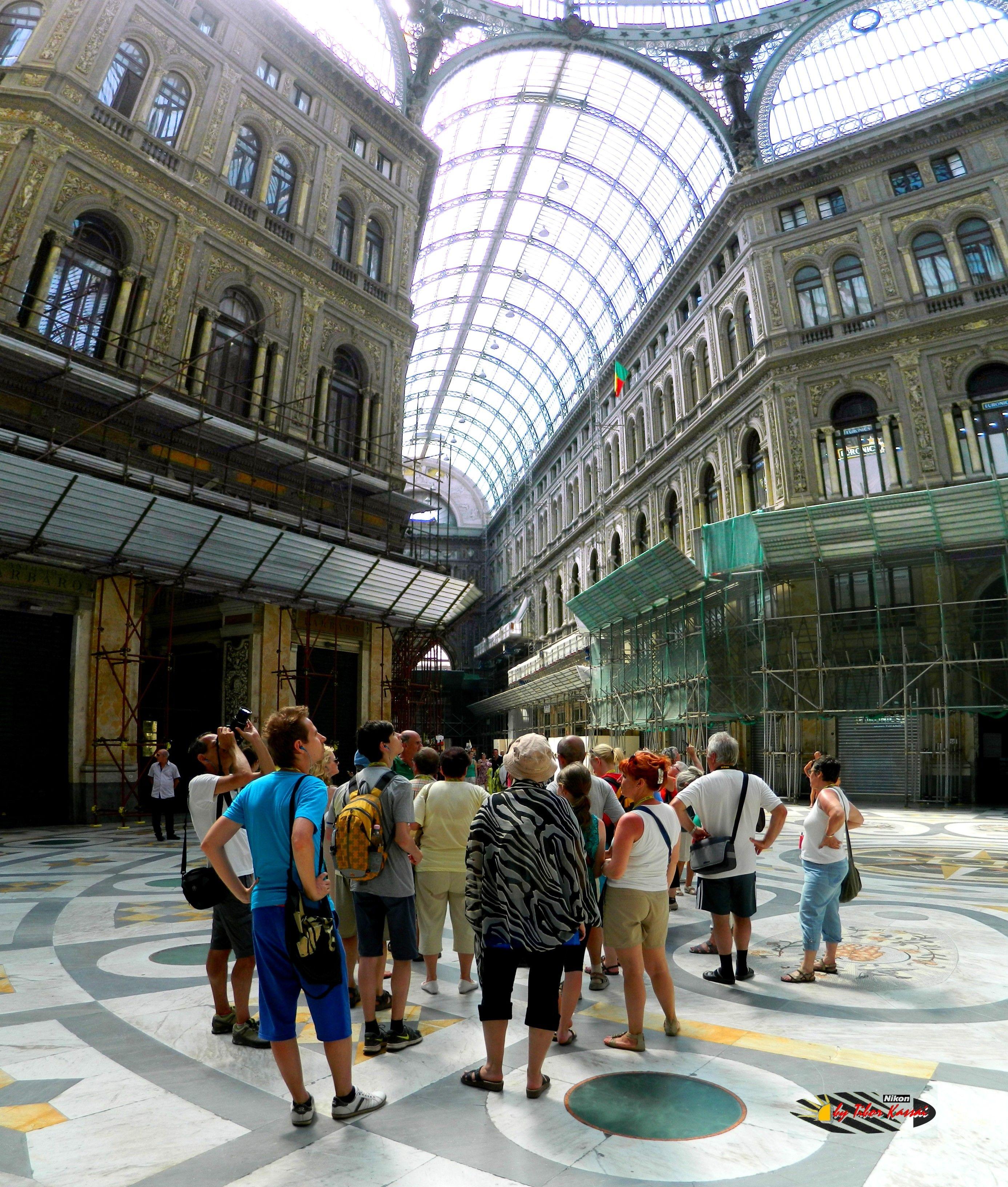 Galleria Umberto-Napoli, Nikon Coolpix L310, 4.5mm,1.200s,ISO80,f/3.1,panorama mode: segment 2, 201507131546