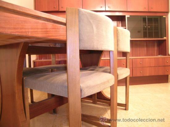 Mesa comedor extensible y 4 sillas tapizadas en verde. estilo ...