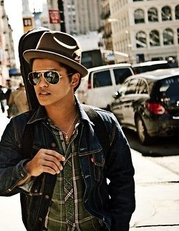 Bruno Mars - just a guy & his guitar