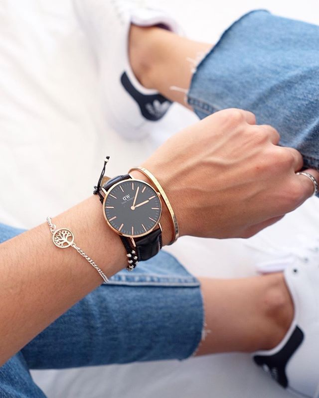 b9c3e324ed18 love the new all black watch! get 15% off when you use my code CAMILLE DW  on www.danielwellington.com