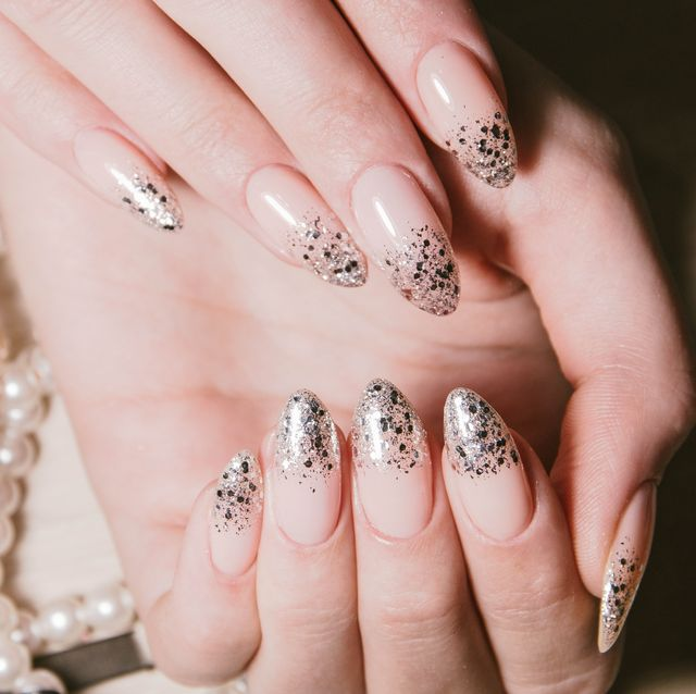 Holographic Nails Are the Perfect New Year's Eve Manicure
