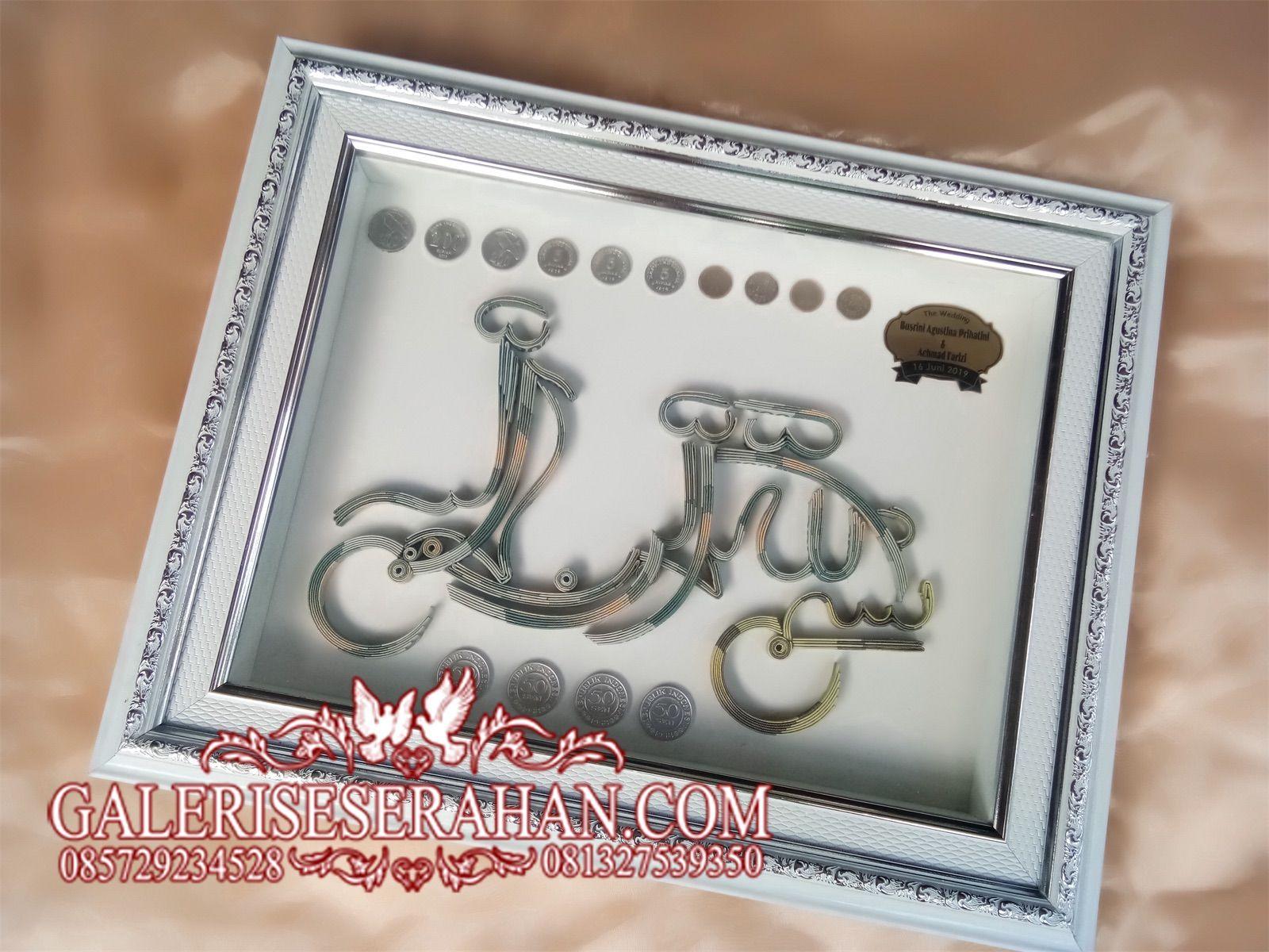 Mahar uang dengan bentuk kaligrafi bismillah vespa dengan