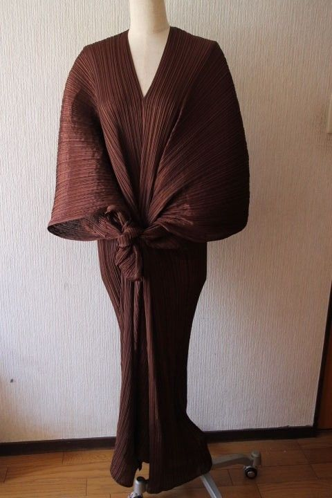 cb23ad170700 PLEATS PLEASE Jacket Cape Poncho Shawl long scarf Madam T BROWN  ISSEYMIYAKE   Cape