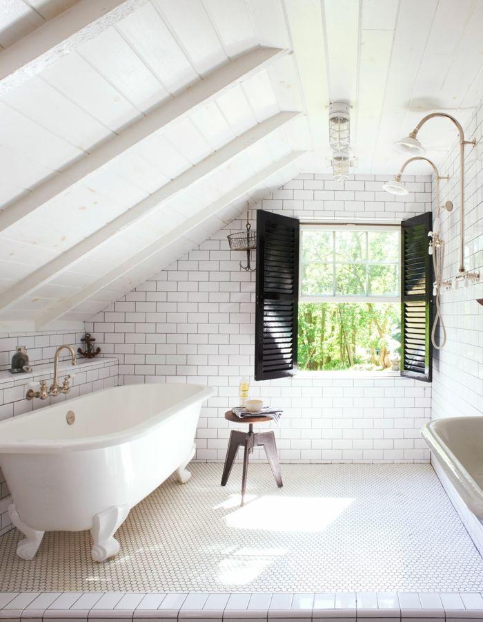 vintage stil badezimmer auf dem dachboden freistehende badewanne wei schwarze fensterrahmen. Black Bedroom Furniture Sets. Home Design Ideas