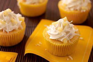 Ver para creer. Trajimos los mejores sabores del trópico y creamos con ellos un platillo digno para ser compartido: cupcakes sabor piña colada.