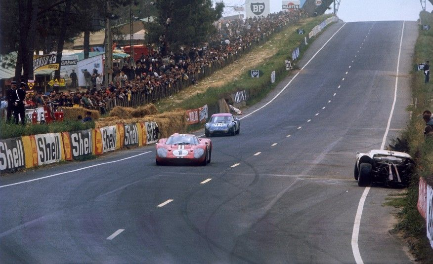 Three Ford Gt40 S Through The Esses Pictures Le Mans Ford Gt40