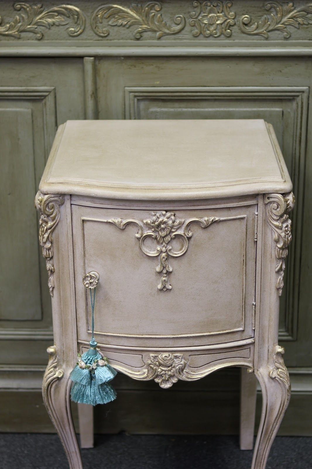 It S Crucial That Before You Apply The Dark Wax You Apply A Full Coat Of Clear Wax To Your Entire Furn Painted Furniture Refinishing Furniture Paint Furniture