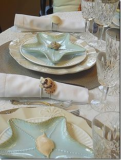 Beach Wedding Table Settings 2014 Beach Wedding Table decor and starfish plate & http://www.2uidea.com/category/Dinnerware-Set/ LOVE these star fish ...