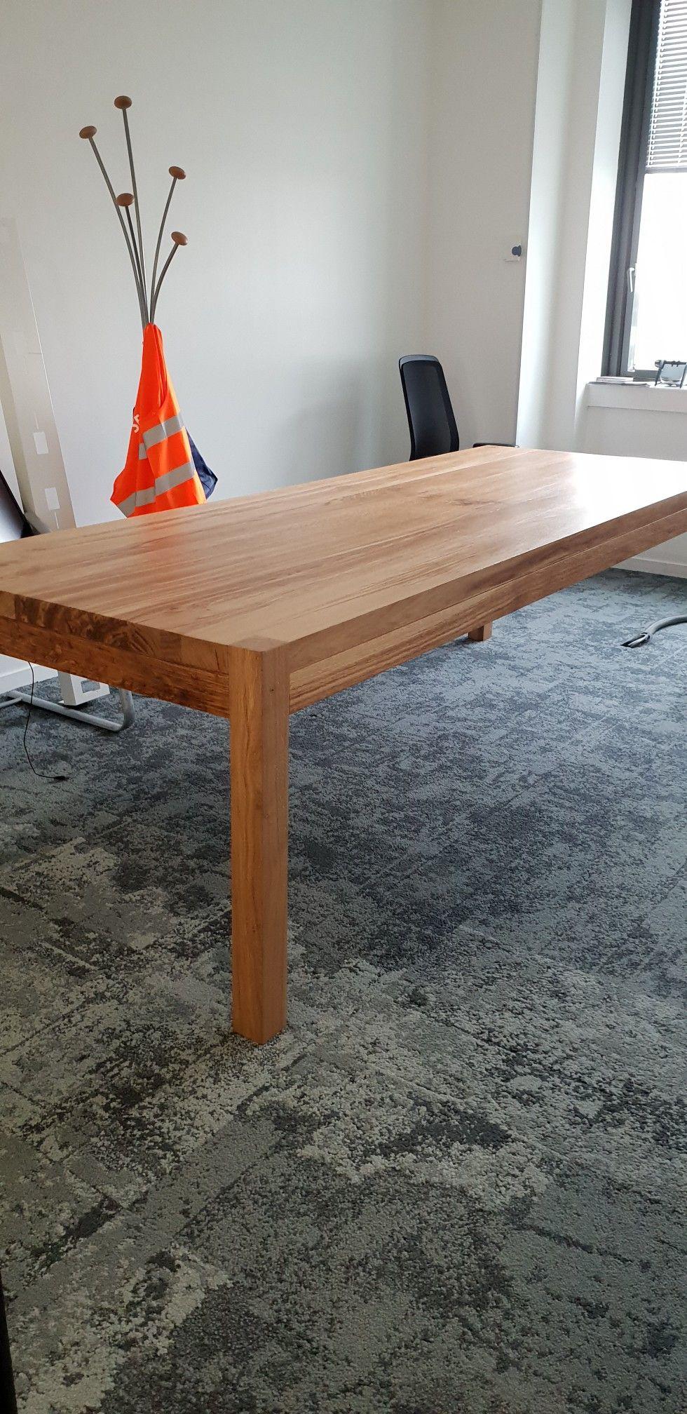 Table De Reunion En Chene Massif Pieds Carres Table Bois Massif Table Bois Table Basse