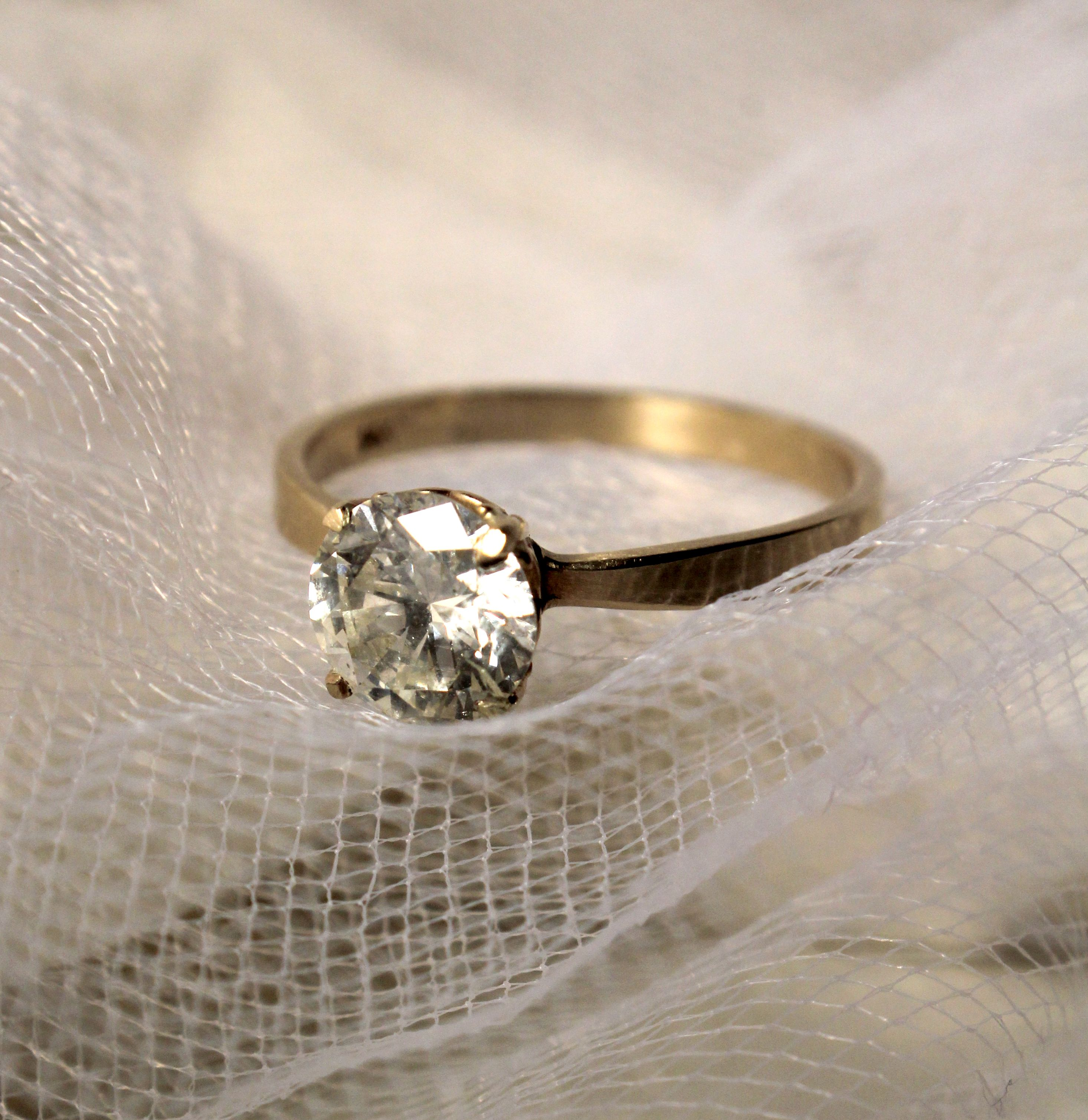 This Beautiful 1 Carat Diamond Is Mounted Onto A Simple Flat Gold