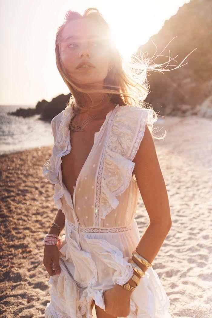 Maya Stepper chasse le soleil dans la campagne LoveShackFancy Summer '19   – poz