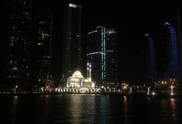 Af Marina Aagaard, MFT Dubai Marina. Et sted, man gerne vender tilbage til. Især hvis man er til vand, både, biler og skyskrabere. For tredje gang er vi, Henrik og jeg, tilbage. Januar-februar måne…
