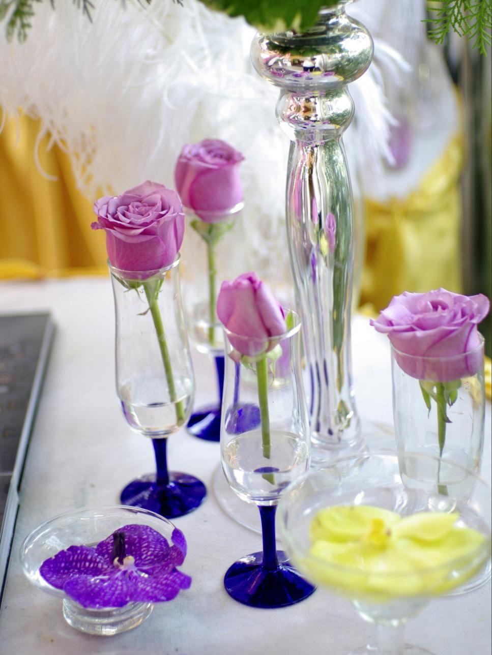swoonworthy wedding centerpieces for any season single rose