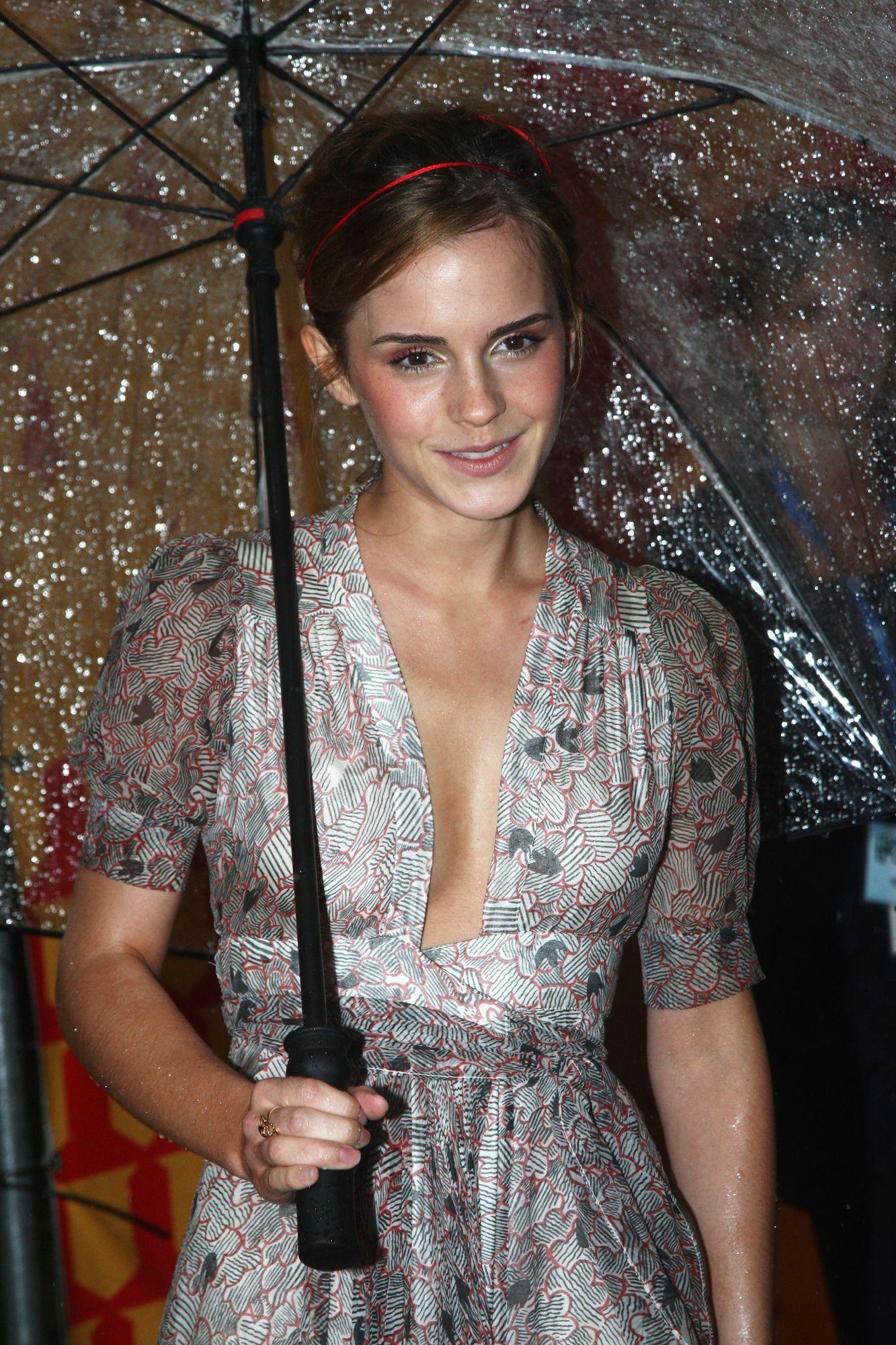 Young Emma Watson (1333×2000) Emma watson beautiful