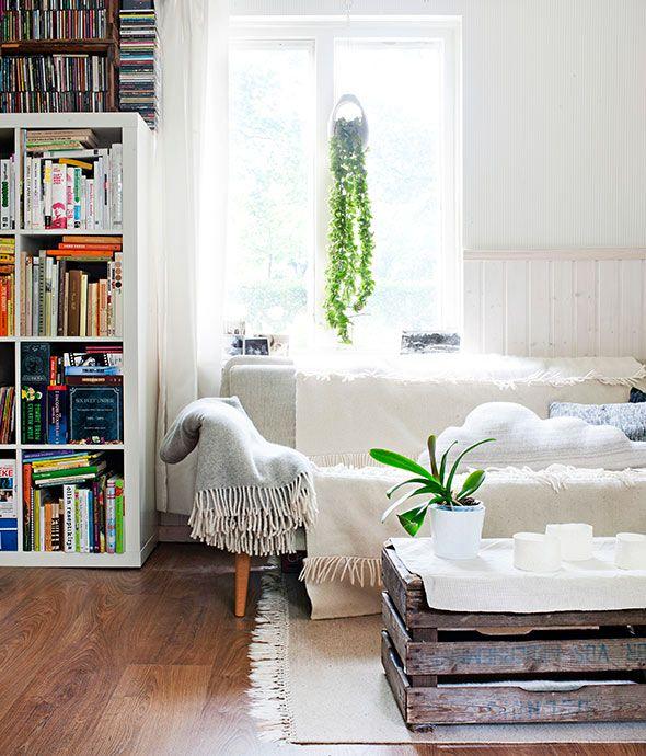 """""""Olohuoneen linjakas sohva on Askon 50-luvun mallistoa. Vanhat puulaatikot toimivat sohvapöytänä.""""  Deko kävi kotonamme.   Deko magazine visited our house. [ Text: Jenni Juurinen   Photography: Mirva Kakko ► http://ellit.fi/koti-ja-sisustus/sisustus/saana-ja-olli-tekstiilisuunnittelijoiden-ekokoti-kaupungissa ]"""