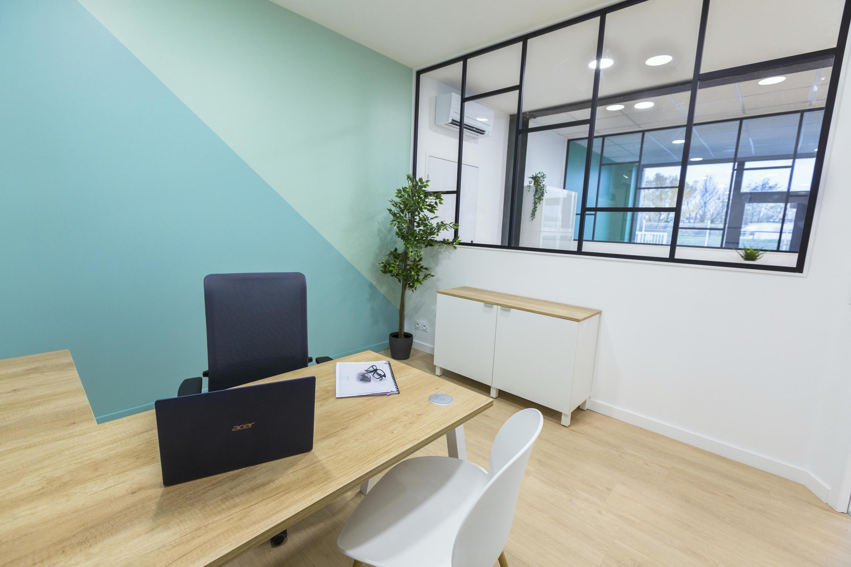 Couleur Peinture Pour Bureau Professionnel peinture en diagonale, murs bicolores bureaux d'entreprise
