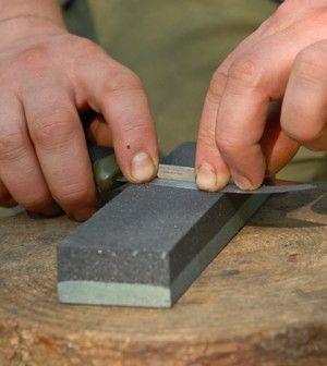 How To Sharpen A Bushcraft Knife Primal Survival Self Defense Como Afilar Cuchillos Consejos De Supervivencia Cuchillos
