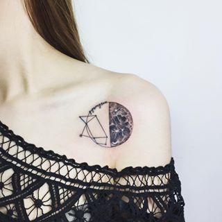 Para representar dualidad. | 29 Hermosos tatuajes de luna para llevarte al espacio exterior