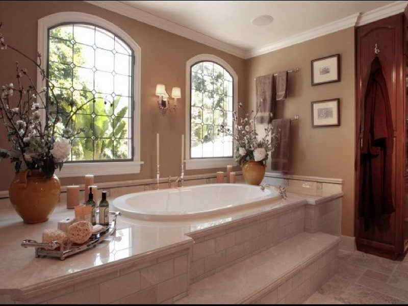 Bathroom:Glass Window Comfortable Bathtub Classic Wall Lamps Towel ...
