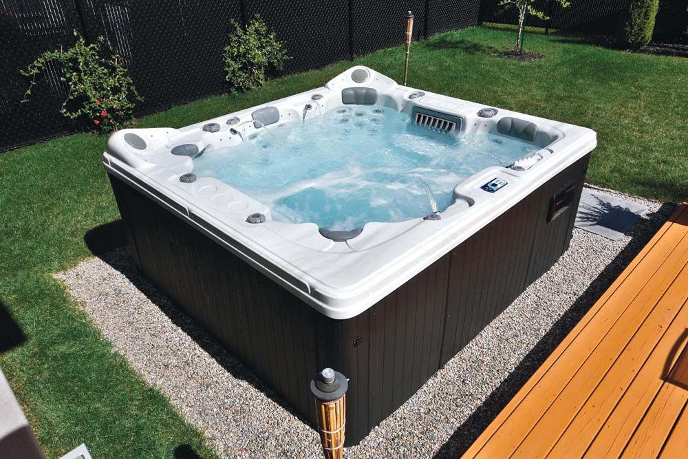Realisation De Spas D Exterieur Exemples Photos Trevi Com Spa Hot Tub Outdoor Decor