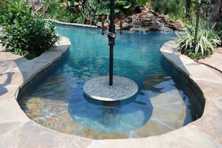 Love The Umbrella Table And Seating Ledge Small Pool Design Outdoor Pool Decor Outdoor Pool