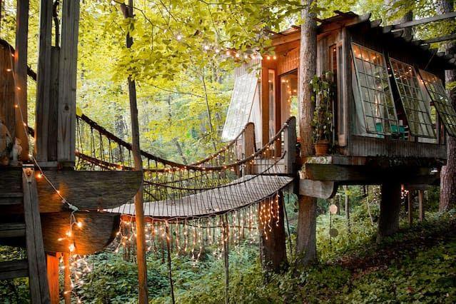 Secluded Intown Treehouse - Casa en un árbol