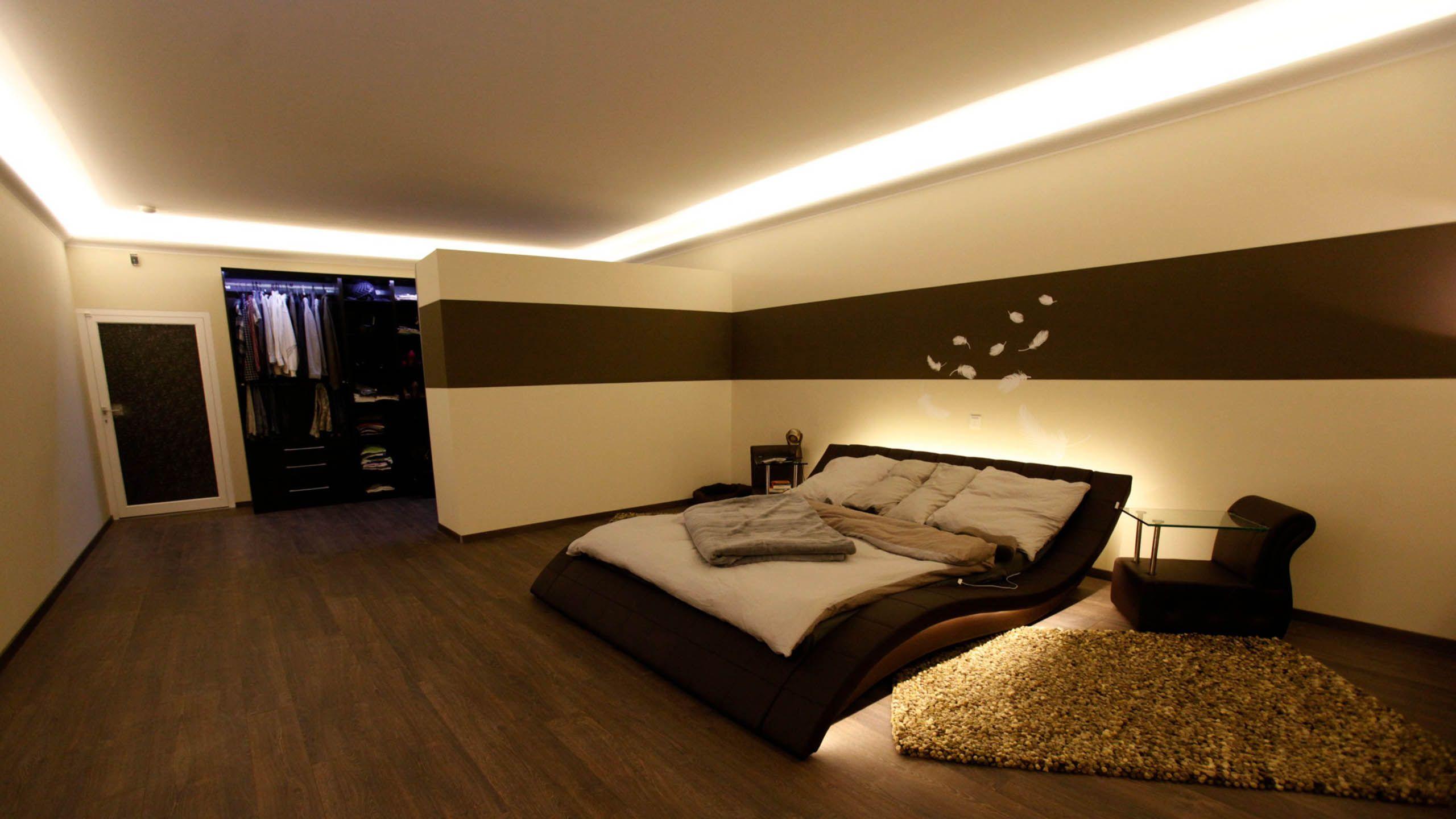 Stilvolle Indirekte Beleuchtung Der Decke Im Schlafzimmer Led Beleuchtung Wohnzimmer Deckenbeleuchtung Wohnzimmer Innenbeleuchtung