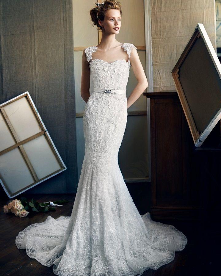 Lusan Mandongus glamorous mermaid dress with glittering beadwork | itakeyou.co.uk #weddingdress #weddingdresses #bridalgown #bridaldress #weddingdresses2017 #lusanmandongus #wedding #weddingdress #weddingdresses #weddinginspiration #weddings #bride #brides #bridetobe #bridalgown #bridetobe2017 #lace #beaded