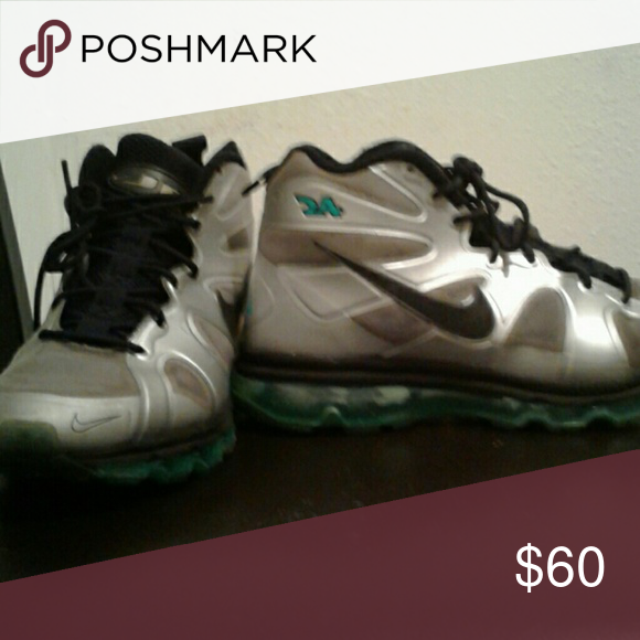 7a99c104382a Nike Ken Griffey Jr shoes These shoes were barely worn