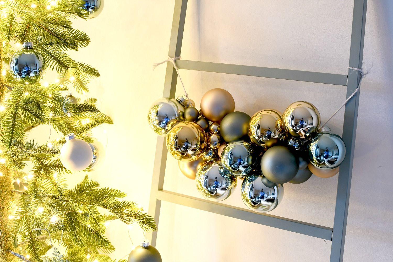Een Super Simpele Slinger Van Kerstballen Christmaholic Kerstballen Kerstmis Knutselen Kerstversiering