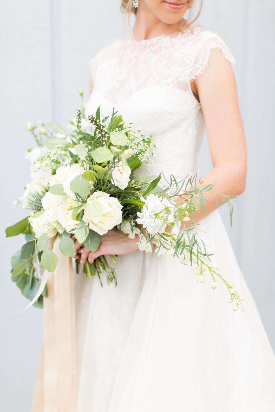 Bouquet Sposa Vestito Champagne.Emerald Champagne Inspired Wedding Inspiration