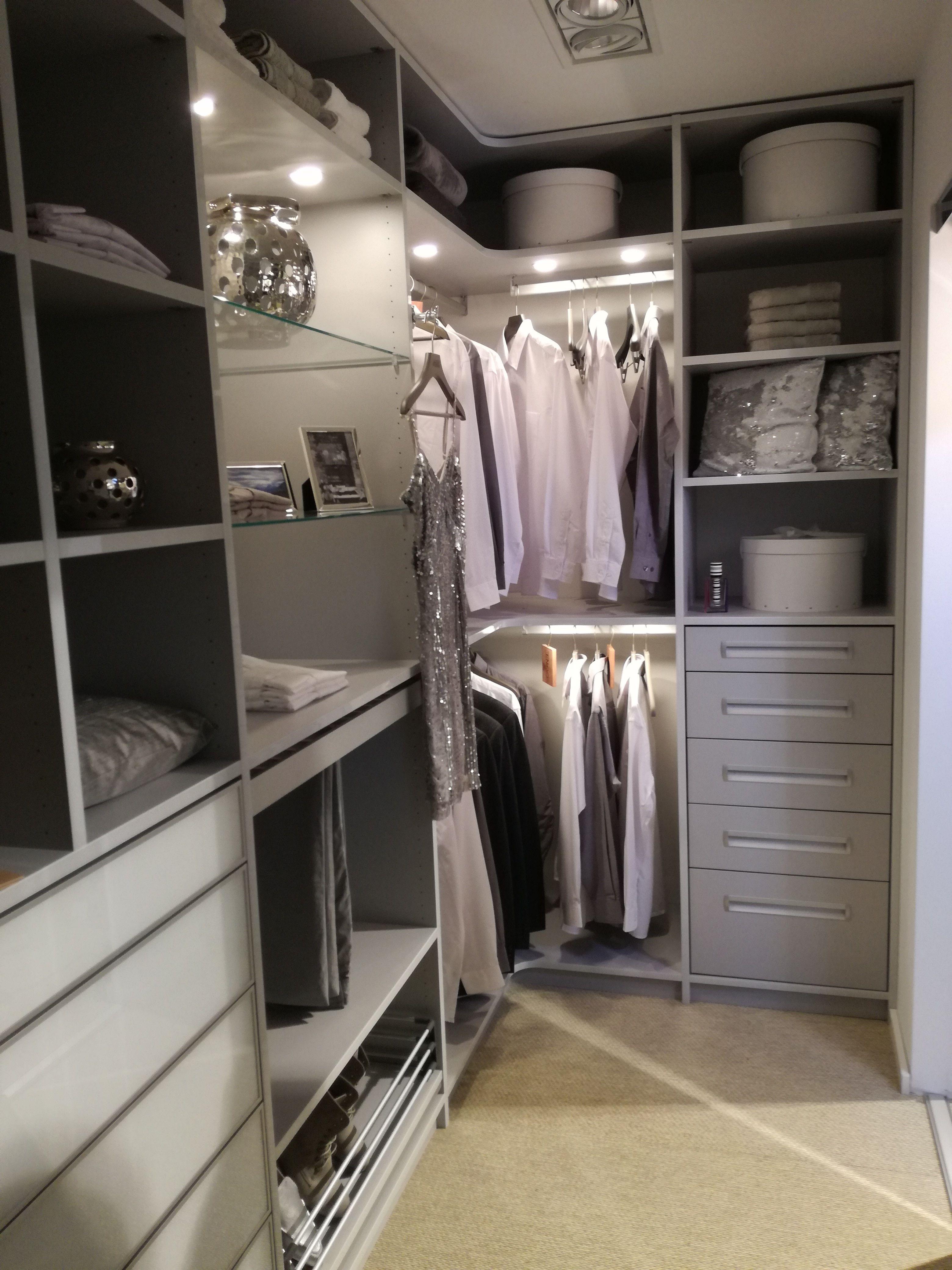Einbauschranke Nach Mass Begehbare Kleiderschranke Begehbarer Kleiderschrank Begehbarer Kleiderschrank Ideen Ankleide