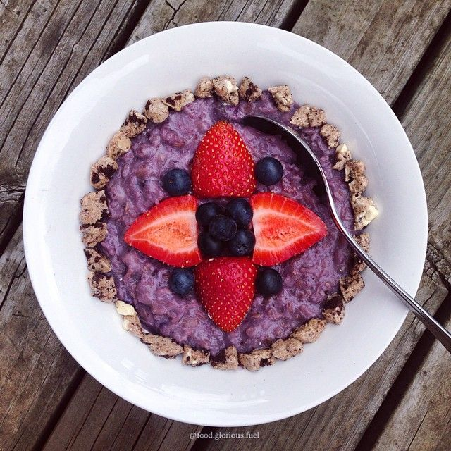 """""""Blueberry Porridge topped with pieces of half a @questnutrition Cookies and Cream protein bar, fresh blueberries and fresh strawberries. Can we take a…"""""""