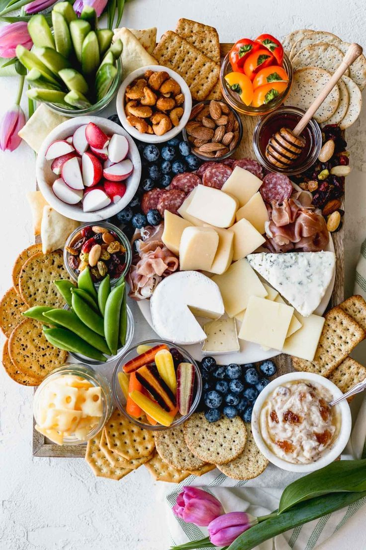 You Can Make This Amazing Cheese Board with Aldi Ingredients #beverages