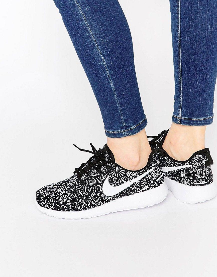 Viajero Sollozos Incorrecto  Cómpralo ya!. Zapatillas de deporte estampadas Roshe de Nike ...