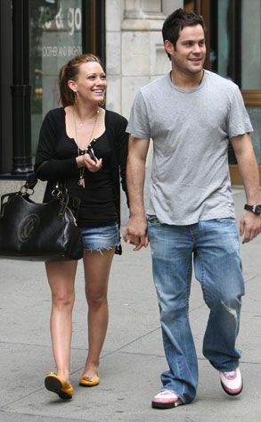 When did hilary duff and mike comrie start dating