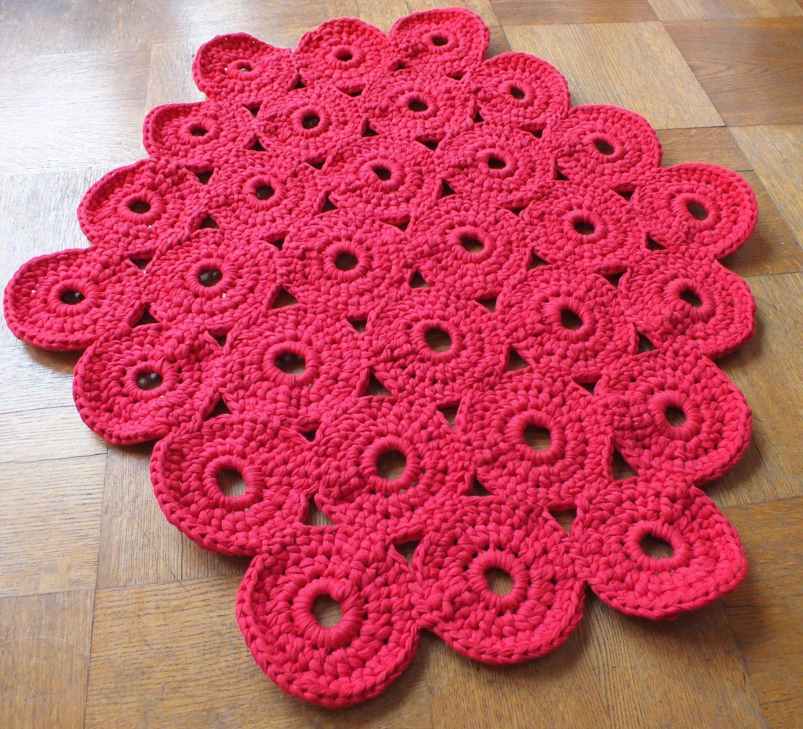 Idea muy original para tejer una alfombra a ganchillo con for Modelos de alfombras