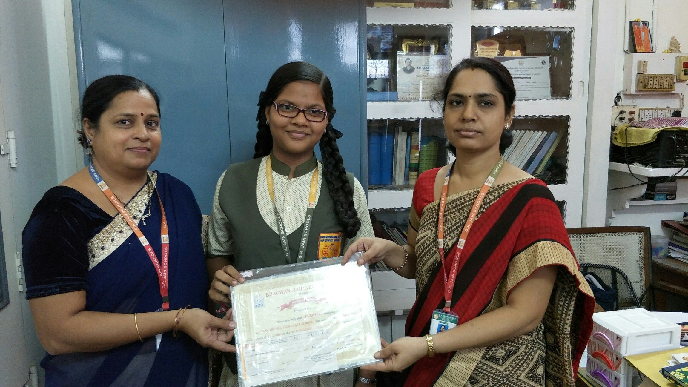 Anjali of class x received rs 2500 from bhgwan mahaveer